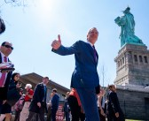 NYC Mayor de Blasio announces candidacy, insults 'Con Don'