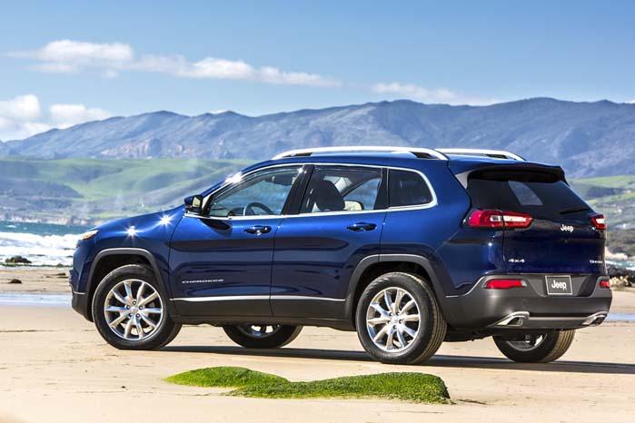 Jeep Cherokee er en helt ny model til forskel fra den større Grand Cherokee, som netop er lanceret i Danmark.