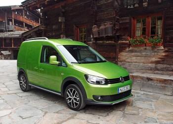 Problemer med en bolt får nu VW til at indkalde 599.000 Caddy'er til kontrolbesøg. i Danmark er 4880 biler omfattet af kontrollen