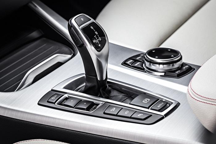 8-trins Steptronic i denne smukke kulisse giver pragtfuld kontrol over begivenhederne - og det er altid en begivenhed at køre BMW X - uanset nummer