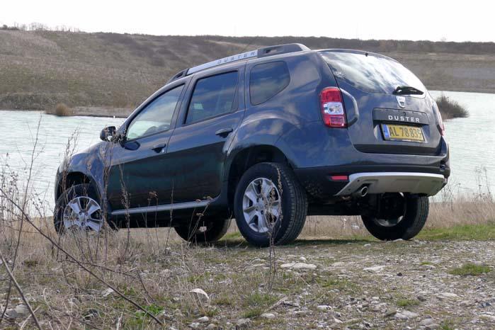 Testbilen er en forhjulstrukket Duster Lauréate med 90 hk dCi-motor, 6-trins gearkasse og korte udhæng for og bag. Med en 4-hjulstrukket undervogn fra Nissan trækkes den af en 109 hk dCi-motor og frihøjden er 210 mm og vadedybden 350 mm. Totalvægten er 1.771 kilo og egenvægten 1.280 kilo.