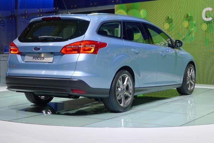 """5-dørs versionen af Fords lette mellemklassemodel er som skabt til """"parkering"""" mellem gule eller spraglede nummerskilte."""