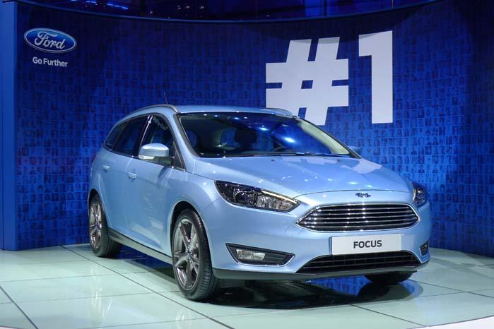 """Ford har premiere på en """"helt ny Focus"""". Ganske vist er det på samme platform som den nuværndde modelgeneration, men med ændret afstemning af undervognen, ny front og andre ændringer i eksteriøret foruden ændringer af interiør. Forventet dansk introduktion omkring årsskiftet."""