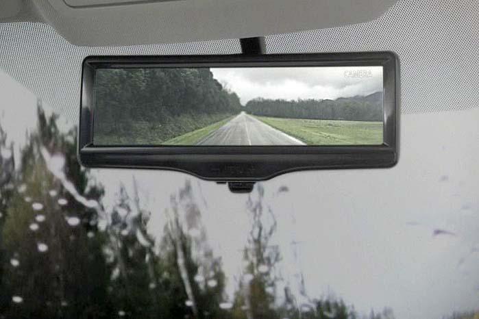 Nissan Smart Rearview Mirror giver et bredt og klart overblik bagud.