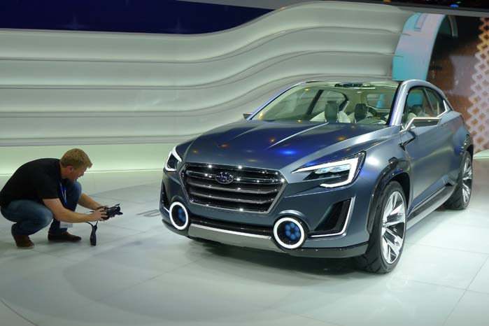 Subaru's Viziv-koncept fotograferes fra alle leder og kanter. Der er mere om bilen her: https://altomvarebiler.dk/subaru-viziv-har-fire-motorer/