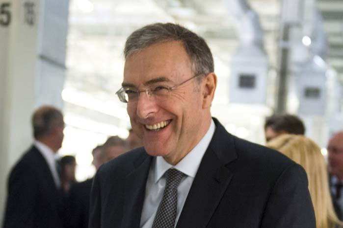 Norbert Reithofer har bekræftet, at BMW vil udvikle og producere den meget omtalte topmodel X7 til markedet for luksuriøse SUV'er.