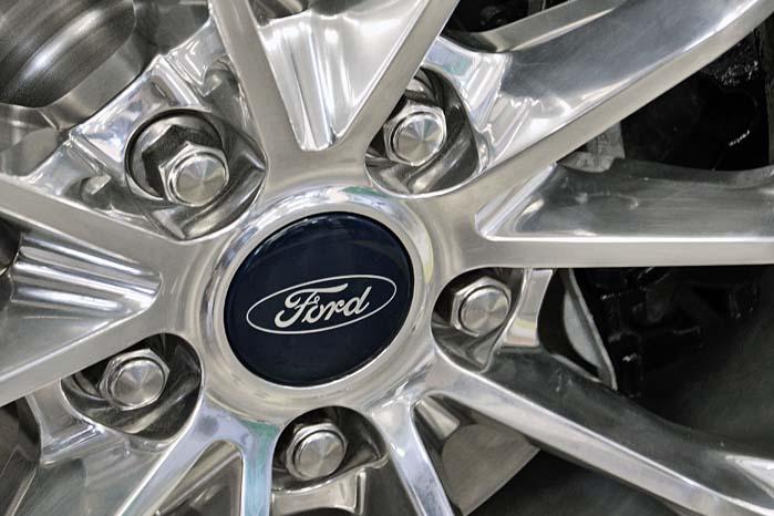 20 tommer store højglanspolerede aluminiumfælge bidrager til at give Mondeo Vignale det rette VIP-look.