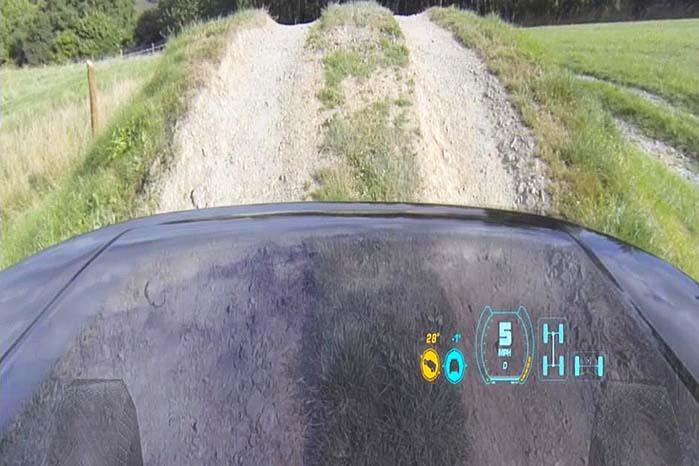 Med frontmonterede kameraer koblet til et head-up display på vindspejlet kommer det til at se ud som om, bilens front er transparent, så man kan se forhjulenes stilling i terrænet i den blinde vinkel lige foran bilen