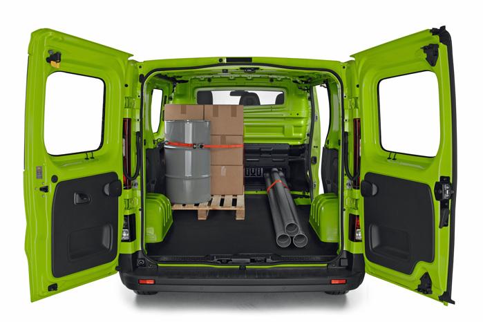 Med åbne bagdøre ligner det kvadratiske baghul sig selv, men læg mærke til det lille hul i bagvæggen under passagersædet. Hvor er det nu, vi har set det før?
