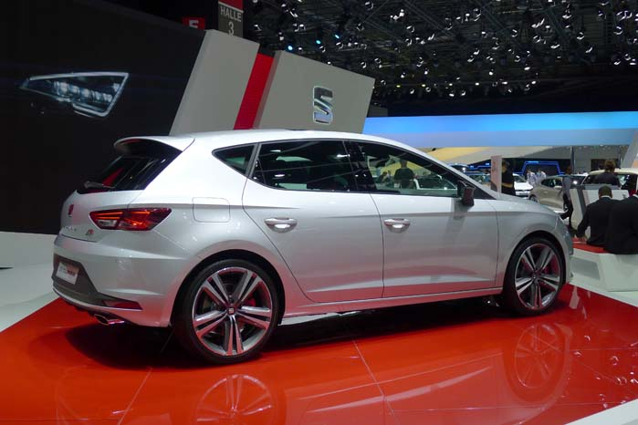 Herhjemme er det kun 5-dørs udgaven af den nye Seat Leon Cupra, som er prissat.