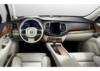 Den nye Volvo XC90 bliver næsten helt tablet-styret fra den store touchskærm. Læg mærke til, hvor få betjeningsmuligheder der er med slukket skærm