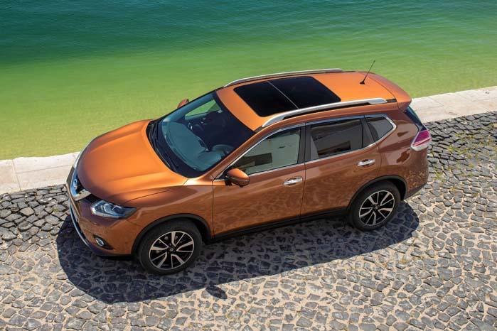Den nye modelgenerations elegante profil er supleret af et stort panoramasoltag.