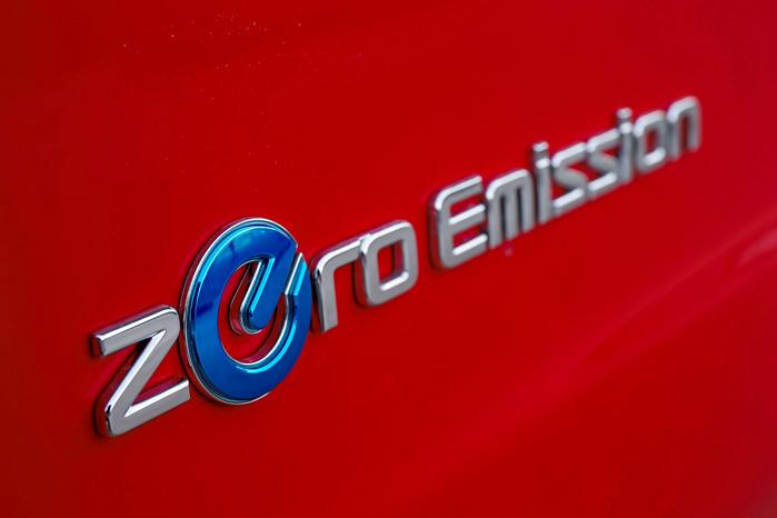 Kunderne har forlængst fået banket ind i hovederne på elbilproducenterne, at de er ligeglade med klimaet. Det er tegnedrengen, der snakker højst