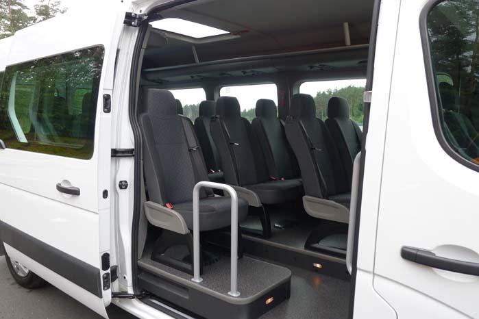 Movano med varerummet forvandlet til passagerafsnit og anvendelse som minibus.