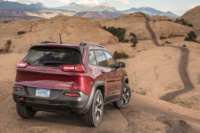 Vejen frem findes ikke i bakspejlene, men i ny og bedre teknologi. Det gælder for Jeep som for enhver anden bilproducent - nu og fremover.