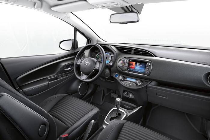 CVT-gearet fylder både lydmæssigt og fysisk. Rent fysisk skubber profilen kopholderne ind under instrumentbordet