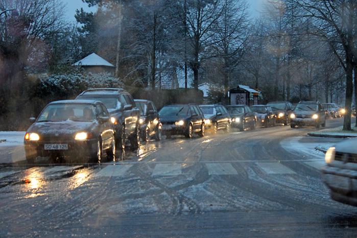 Sådan ser vejene ud, når vinterdæk skal komme til deres ret.