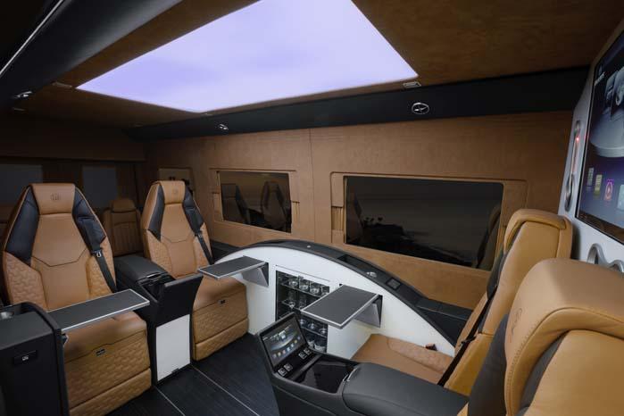 1. klasses business lounge bygget ind i varebilen Sprinter.