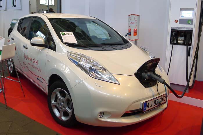 Energiselskabet e•on leverer strømmen til de ladestandere, der opsættes på de reserverede pladser til de Green Mobilitys Nissan Leaf-baserede leasingbiler i Qparks parkeringshuse.