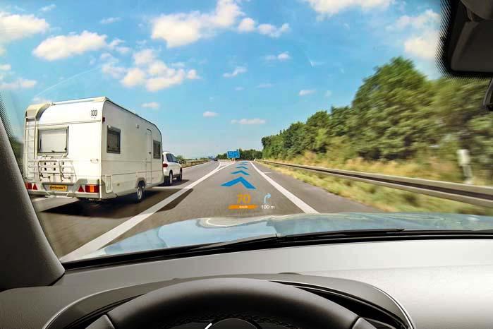 HUD-systemet registrerer hastigheden og det kommende vejforløb.