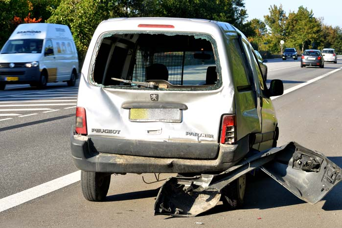 Selvom et uventet klap i bagdelen ikke medfører personskade, kan det hurtigt komme til at gøre ondt, når bilen skal undværes for at blive repareret.