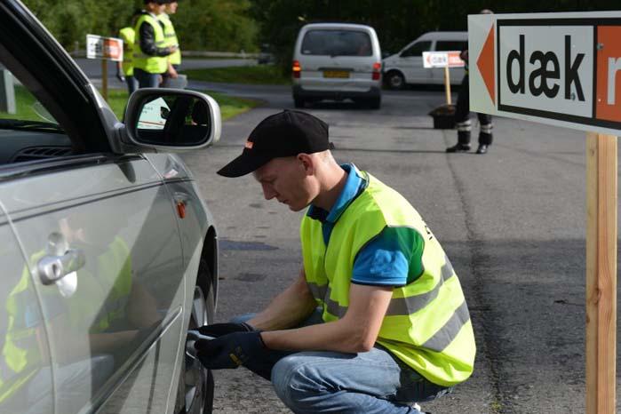 Målet med razziaerne i syv politikredse er at kontrollere dæk på mindst 2.000 biler.