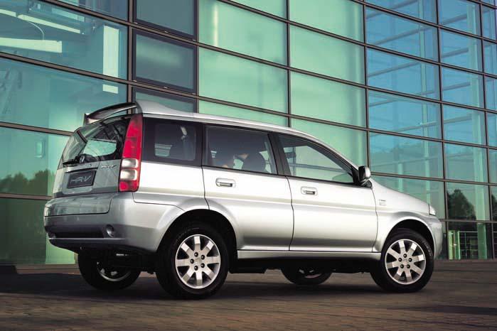 5-dørs Honda HR-V af første generation. Med den nye HR-V kommer der helt andre linier i gadebilledet.