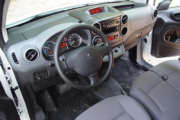 Intet at udsætte på indretningen. Peugeot Partner kunne godt trænge til en foryngelseskur, men kabinen virker mere up to date end det ydre