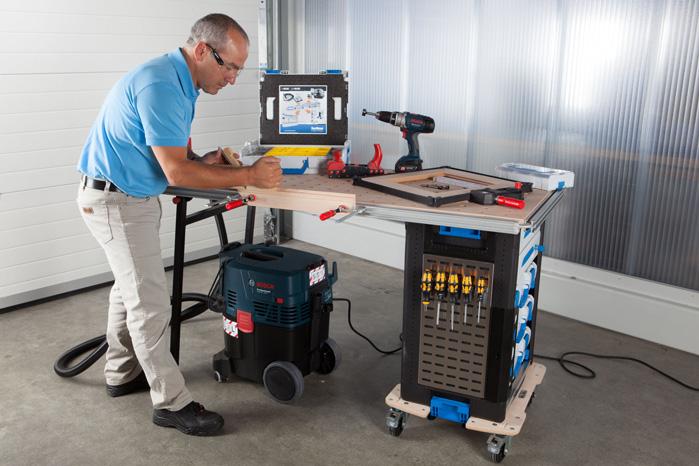 Modulkasser og -skuffer fra de andre serier kan også bruges i det nye WorkMo-program, så det er nemt at transportere dem mellem bil og arbejdssted. Mobiliteten sikres med en simpel hund, som vi kender den fra flyttemandens udrustning