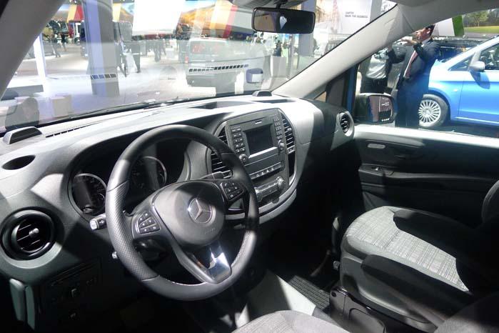 Airbag og sele-alarm indgår i den nye Vitos standardudstyr. Vi ser frem til den første test i starten af oktober.