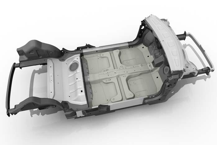 Anvendelse af nye materialekombinationer gjorde det muligt at reducere bilens egenvægt til 865 kilo - det er hvad en ordinær mikrobil vejede for 20-25 år siden.