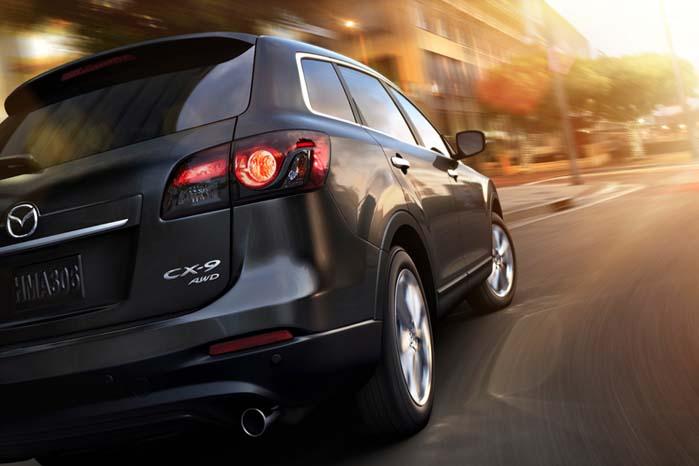 Mazdas største SUV er CX-9, der kendes som rummelig varebil eller som 7-sædet personbil.