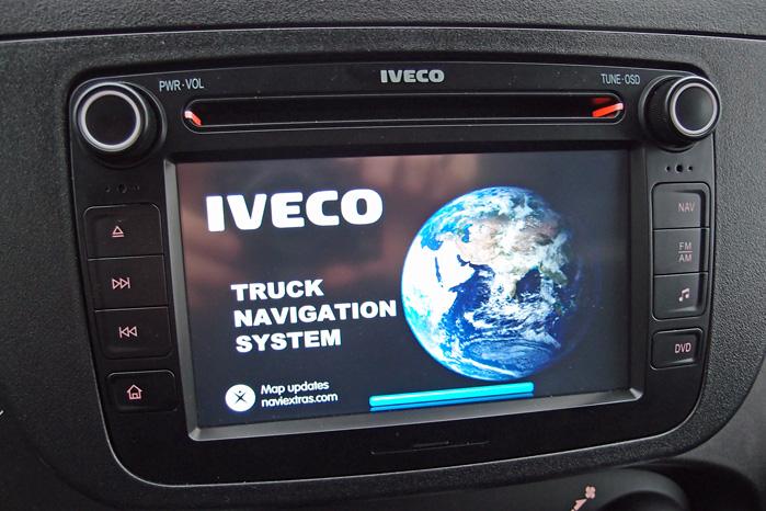Touchskærmen i midten kan indeholde både navigation og alle de multimediefunktioner, vi kan drømme om
