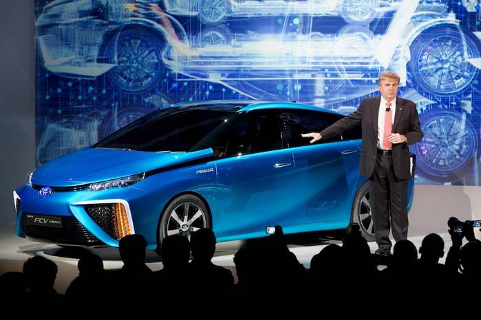 Den produktionsklare udgave af  havde premiere i USA, som er et andet af de markeder, hvor Toyotas nye brintbil i første omgang skal sælges.