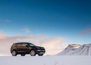 Land Rover Discovery Sport - eller bare Discovery Sport, som Land Rover helst vil kalde den - som den tager sig smukkest ud med en passende islandsk vulkan i baggrunden