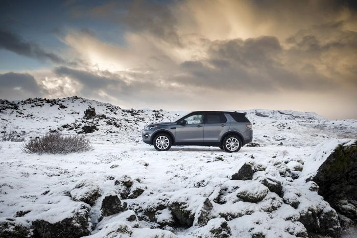 Land Rover har gennem generationer formået at gøre deres vilde natur-biler til nærmest adelige transportmidler. Og den nye Discovery Sport placerer sig øverst på evolutionsstigen både foran godset og i det mest utilnærmelige terræn