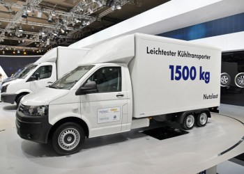 Opbygning i kulfiber, vakuum-isolering og dobbel bagaksel giver tilsammen en nyttelast på 1500 kg, stort varerum og lavt energiforbrug