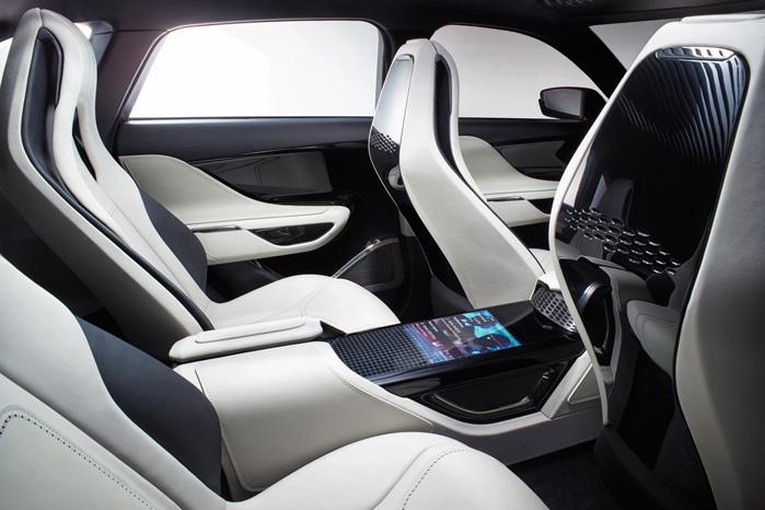 De danske ombyggere krydser nok fingre for, at Jaguar også indvendigt ændrer designet, så de ikke skal til at skære i kardanboksen med læder og elektronik