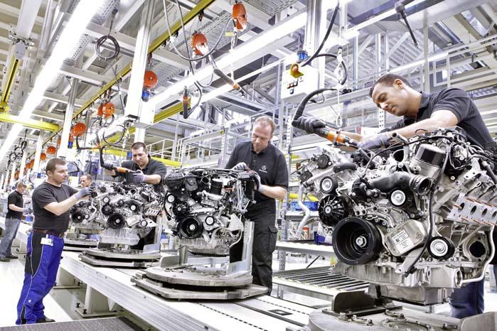 Henved 19.000 ansatte skal i årene frem til 2020 medvirke til omstillingen af Mercedes-Benz' motorproduktion.