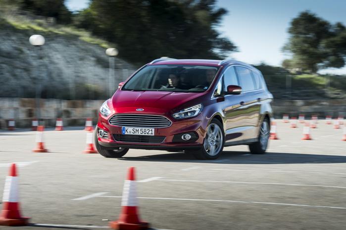 Adaptiv styring betyder, at bilen drejer skarpere med samme udslag på rattet ved lav hastighed. Det giver mere ro og vigtige tiendedele af sekunder i en farlig situation