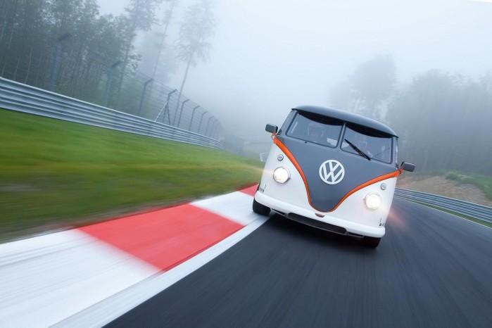 Der er nogen, der bare vil have mere – tag denne T1'er med Porsche-motor, 530 hk og kulfibertag, som kan køre om hjørner med en Aston Martin