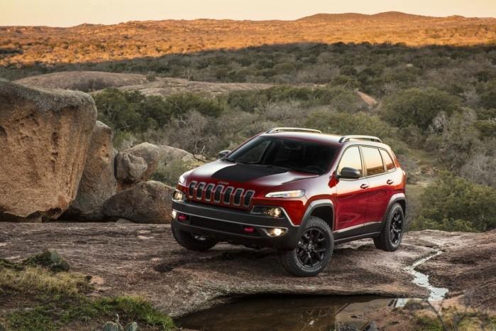 Én Jeep Cherokee er blevet hacket, men Fiat Chrysler har alligevel besluttet sig at lave en frivillig tilbagekaldelse af 1,4 mio. biler i USA.