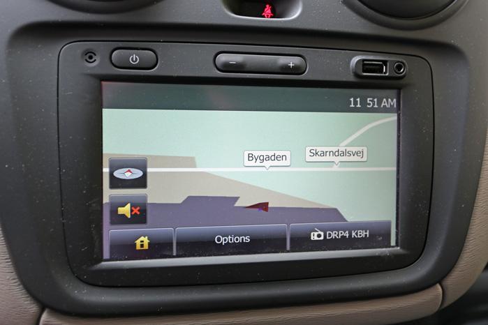 Medianav-skærmen er stadig placeret lige lovligt lavt til, at det er rart at kigge på den under kørslen. Men systemet koster kun 2316 kroner plus moms