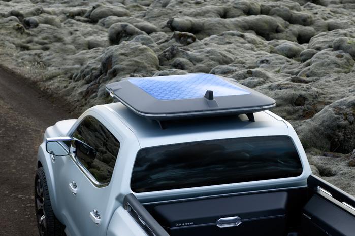 Solceller med batteripakke til projektørerne giver ikke ret meget mening ud over, at det da ser kækt og grønt ud