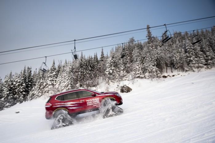 Modellen har fire separate larvefødder, og kan køre op af 45 grader stejle skråninger, dækket i sne.