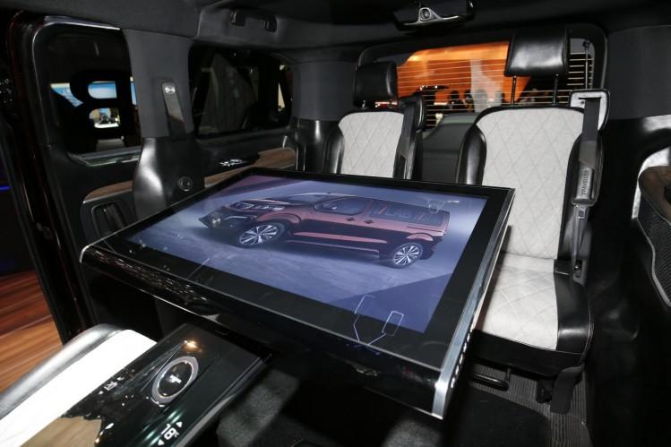 Samsung har udviklet en 32 tommer trykfølsom skærm, som kan bruges som bord.