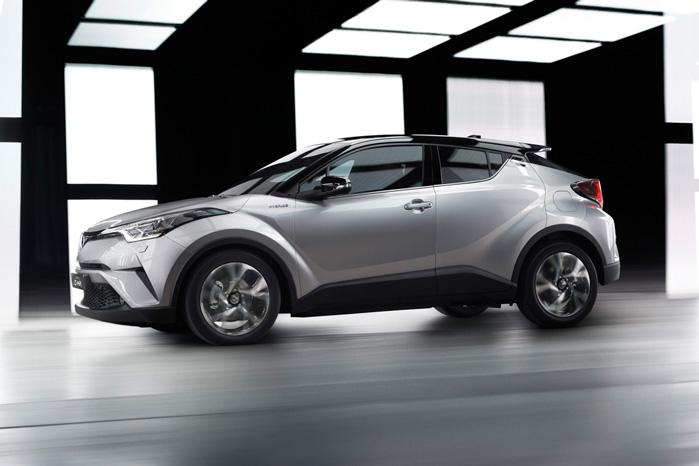 Store skærmkasser og bastant bagdel leder tankerne hen på Nissan crossovere, Juke og Murano