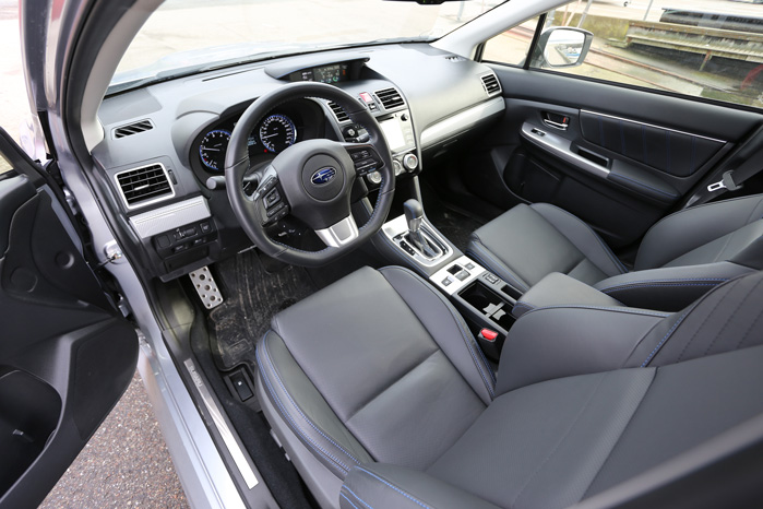 Kabinen er ægte Subaru, men de er kommet godt med på funktionaliteten