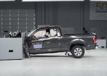 Fart dræber i USA - for hver otte km/t stiger dødstallet med otte pct. Over 20 år er 33.000 ekstra døde på grund af højere fartgrænser.