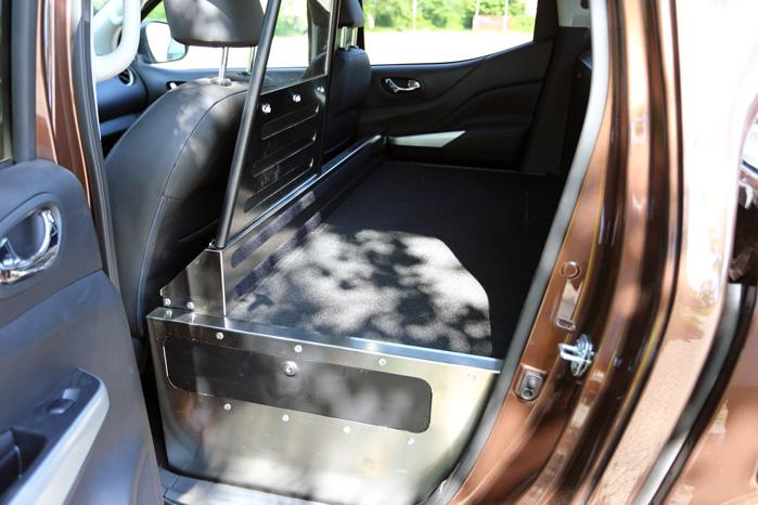 Nissans ombygning er langt mere elegant og anvendelig med rustfast stål og våbenskab under gulvet